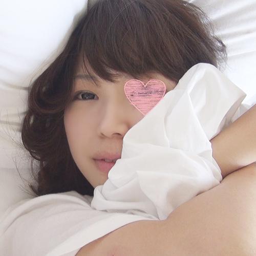 【個人撮影】今野亜南と同じ3サイズ!千葉市立◎年の美乳みるくちゃんを寝起き襲撃!ノーブラTシャツがエロすぎて思わずゴム無しパコ!